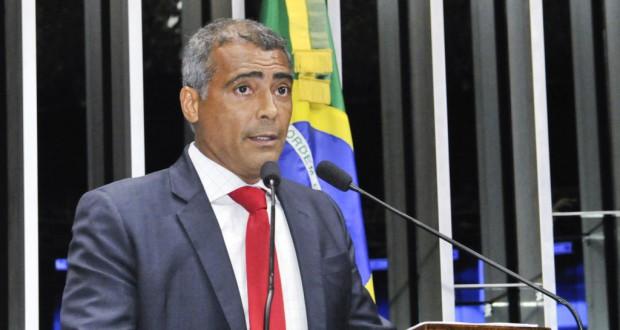 ピッチ内外で暴れん坊だった現役時代とはうってかわって、上院議員を務めるロマーリオ(Waldemir Barreto/Agencia Senado)