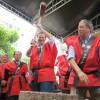 紅白餅配布に長蛇の行列=大晦日恒例の餅つき祭り