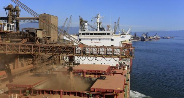 「輸出好調」ではないのが辛いところ(主要貿易港のパラナグア港)(Arnaldo Alves/ANPr)