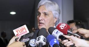 逮捕されたデウシジオ上院議員(Edilson Rodrigues/Agência Senado)