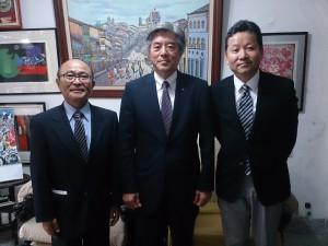 (左から)平田藤義事務局長、樹神総務委員長、大久保敦企画戦略委員長