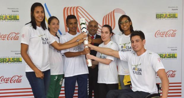 聖火のトーチを持つ人々(Elza Fiuza/Agencia Brasil)