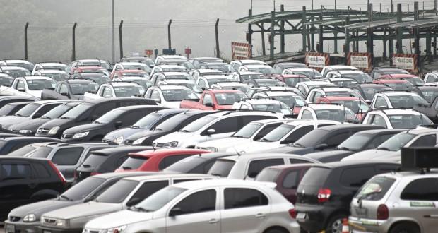 1月の国内自動車販売台数は昨年1月比で4割近くダウンした(参考映像)(Marcelo Camargo/Agencia Brasil)