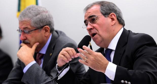 進退も問われ始めたウジミナスのソウザ社長(右)(Antônio Cruz/Agência Brasil)