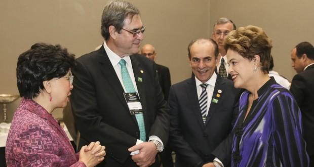 昨年11月に会談したジウマ大統領(右端)とマーガレット・チャンWHO事務局長(左端)(Roberto Stuckert Filho/PR)