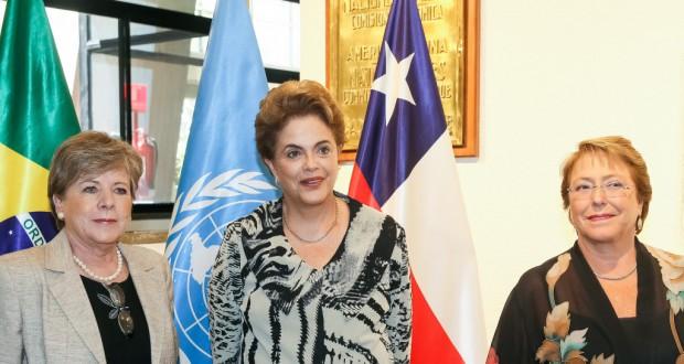 左からバルセナCepal事務局長、ジウマ大統領、バチェレ、チリ大統領(Roberto Stuckert Filho/PR)