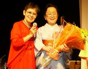 里見流家元・里見香華さん(右)と藤瀬圭子さん