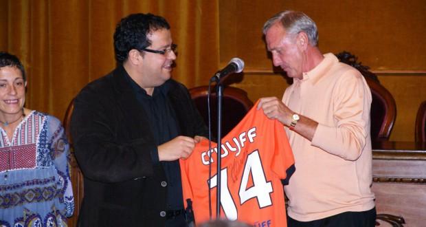 在りし日のクライフ氏 ブラジルサッカー界もその死を悼んだ(Prensa VNG 22/10/2010)