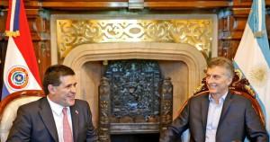 左からパラグァイのオラシオ大統領、アルゼンチンのマクリ大統領(Foto: Presidencia de la República del Paraguay)