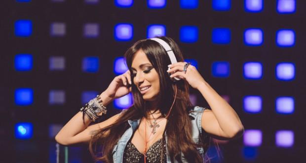 ブラジルの人気女性歌手のアニッタ(Caio Vasques)