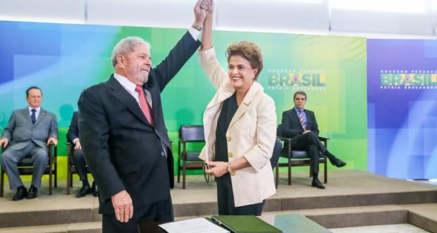 3月17日の官房長官就任式のルーラ氏とジウマ大統領(Roberto Stuckert Filho/PR)