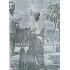 草木栽培に精を出す藤田十作(新聞「オ・ポーボ」紙1966年1月18日号より)