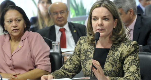 上院罷免特別委員会で質問をするグレイシー上議(Geraldo Magela/Agência Senado)