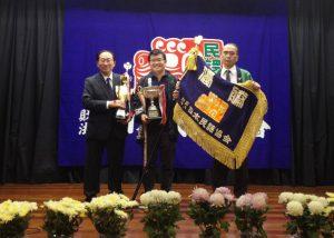 (中央)優勝した海藤さん