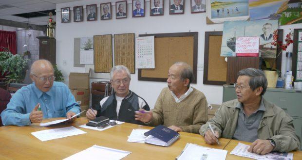 送金方法を話し合う役員ら(18日の幹部会で撮影)