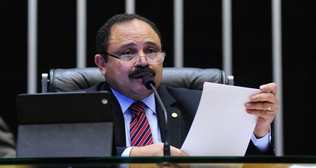 投票無効を宣言したヴァウジール・マラニョン下院議長代行(Gustavo Lima/Câmara dos Deputados)