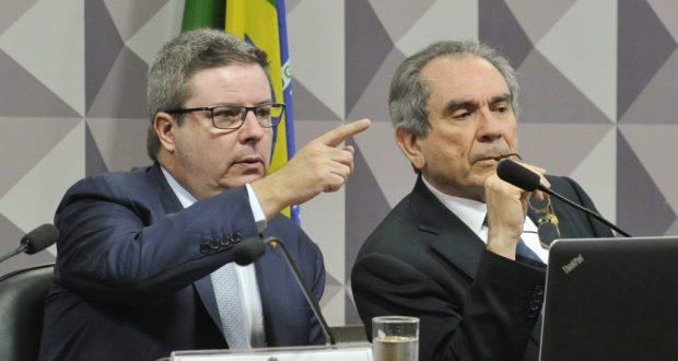罷免審議進行の鍵を握る2人、上院特別委員会のリラ委員長(右)とアナスタジア報告官(左)(Geraldo Magela/Agencia Senado)
