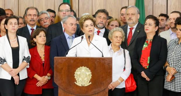 停職決定後に演説を行うジウマ大統領(Roberto Stuckert Filho/PR)