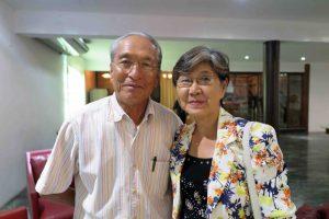 請井さんと妻町子さん(62、愛媛県)