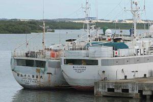 拿捕され、ナタル港に係留されている日本の漁船2隻