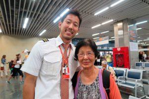 機長の中原デニスさんと五十嵐美恵子さん