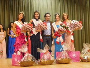 優勝者のタイスさん(左端)