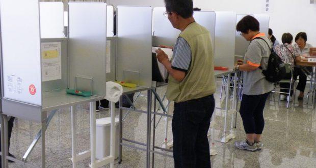 援協にて、第47回衆議院選挙(14年)の在外投票の様子