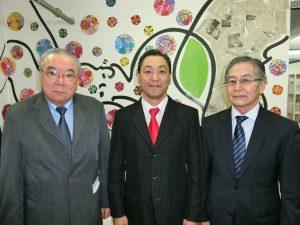 (左から)牧副会長、喜納ジョルジ会長、宮岡副会長