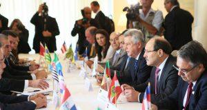 14州の知事と4州の副知事がブラジリアに集い政府側と会合を持った(Luiz Chaves/Palacio Piratini)