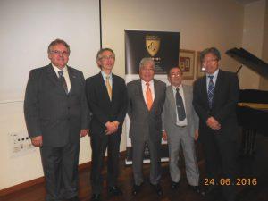 (左から)ネルソン理事長、丸橋参事官、平崎会長、日野事務長、佐野参事官