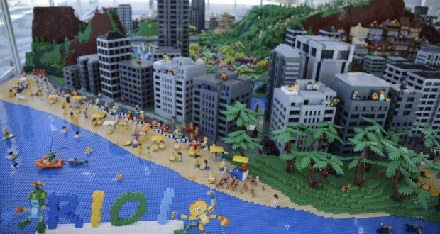 海上から望んだリオの町(五輪のマスコットらも共に、Tânia Rêgo/Agência Brasil)