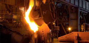 ドロドロと鉄が溶けた高炉