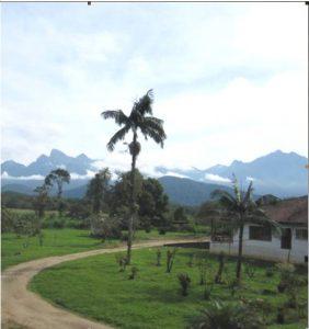 シャカラ・カカトゥから海岸山脈を望む
