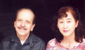 (左から)シーロ先生と足立さん
