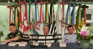 (左から)エドアルド少尉、昌郎さん、ルイス少佐