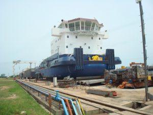 進水間際の4千馬力級のプッシャーボート