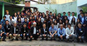 留学生の会参加者で集合写真