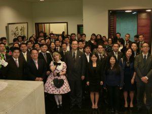 総領事公邸で親睦を深めた日系若手リーダー