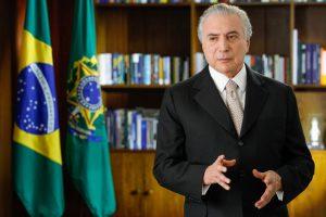 8月31日、初めて正大統領として声明を発表するテメル氏(Foto: Beto Barata/PR)
