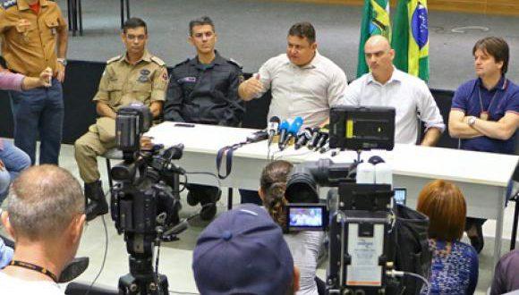 15日の会見で暴動の首謀者6人を割りだしたと発表するリオ・グランデ・ド・ノルテ州治安当局者達(Divulgação/Assecom RN)