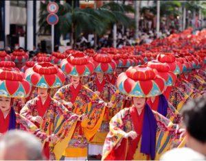 沖縄伝統舞踊のパレードの様子(毛利さん提供)