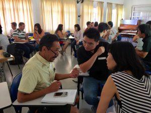 日語会話を楽しむ参加者ら
