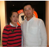 (左から)妻の香奈栄さんと與浦幸二さん