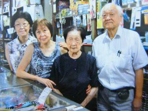 (左から)政代さん、テレザさん、トキ子さん、忠昌さん