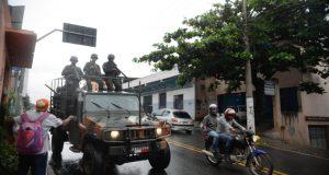 ヴィトーリア都市圏内をパトロールする陸軍兵士(Tânia Rêgo/Agência Brasil)