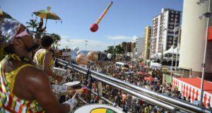 サルバドールで最も伝統的なブロッコの一つ、オロドゥンの演奏(Agencia Brasil)