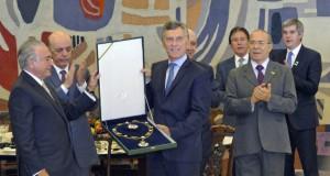 ブラジルのテメル大統領(左)とアルゼンチンのマクリ大統領(中央)(Marcos Brandão/Agência Senado)
