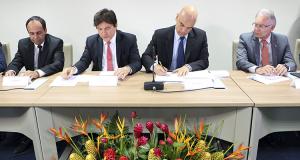 リオ・グランデ・ド・ノルテ州での安全保障対策に関する合意文書に署名するモラエス法務相(法務省公式サイトより)