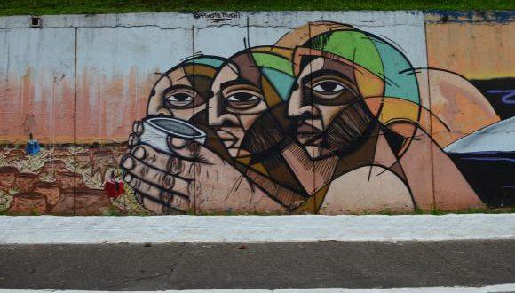 サンパウロ市5月23日大通り沿いの壁画アート(Rovena Rosa/Arquivo/Agência Brasil)