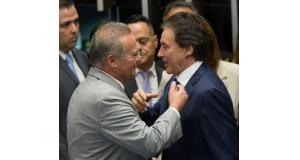 レナン氏(右)と当選を喜ぶエウニシオ氏(Lula Marques/AGPT)